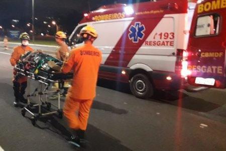 Bombeiros socorrem vírima de atropelamento no Eixão Sul