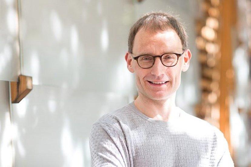 cientista britânico neil ferguson pediu demissão ao furar isolamento