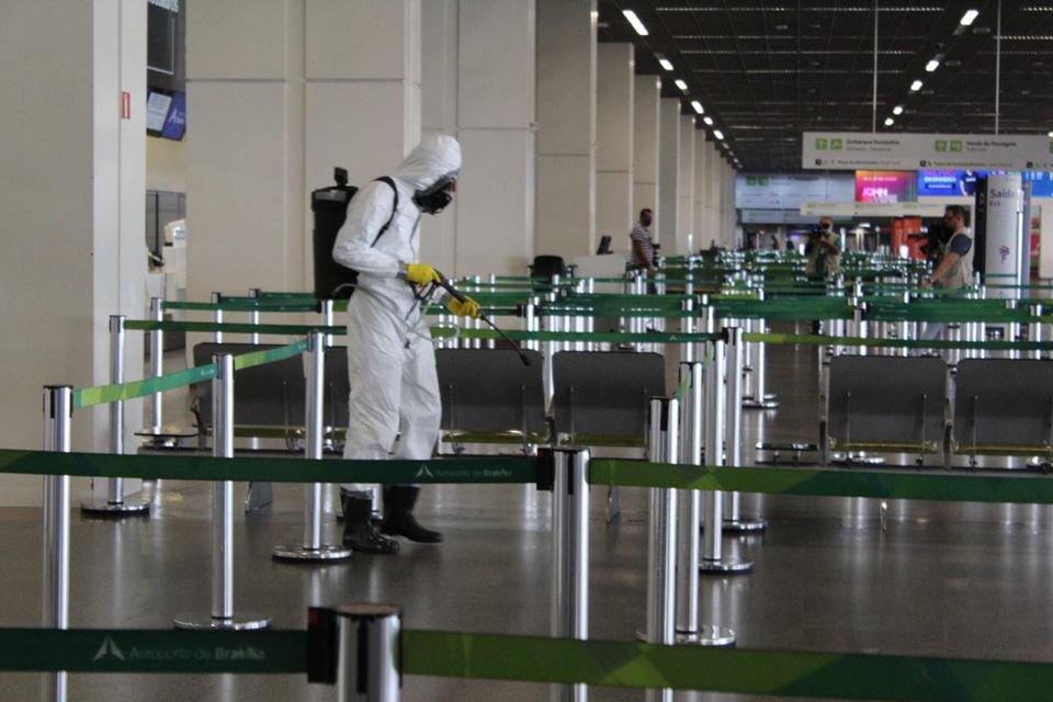 Limpeza do Aeroporto Internacional de Brasília