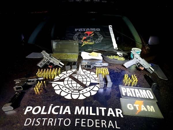 Quatro armas foram encontradas pela Polícia Militar