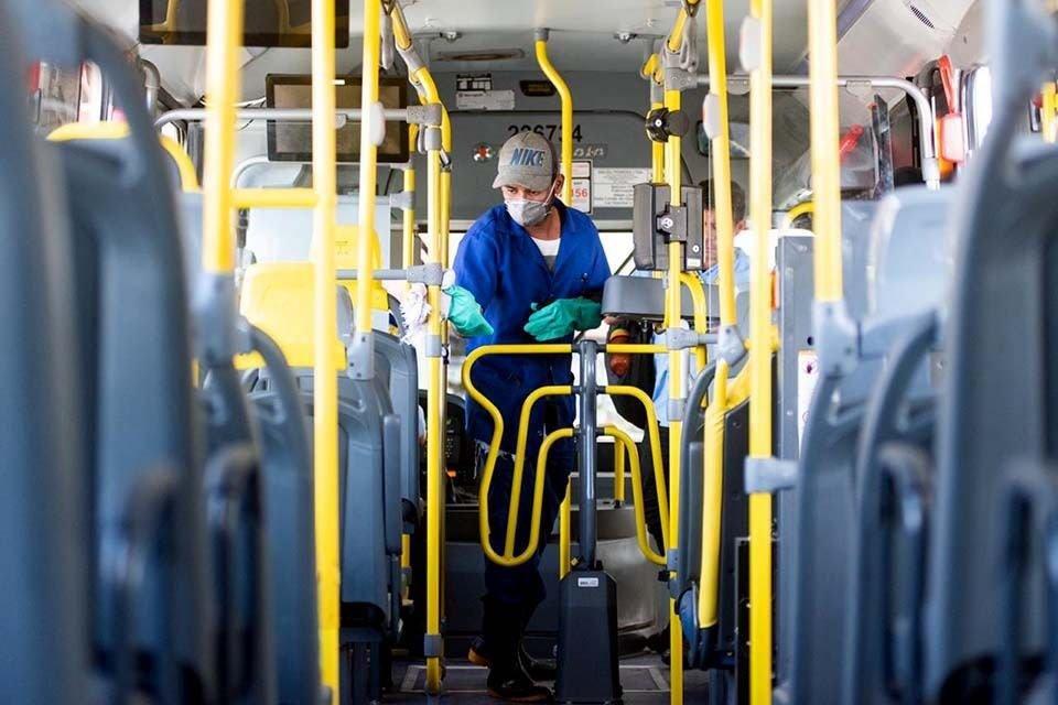 Limpeza em ônibus do DF
