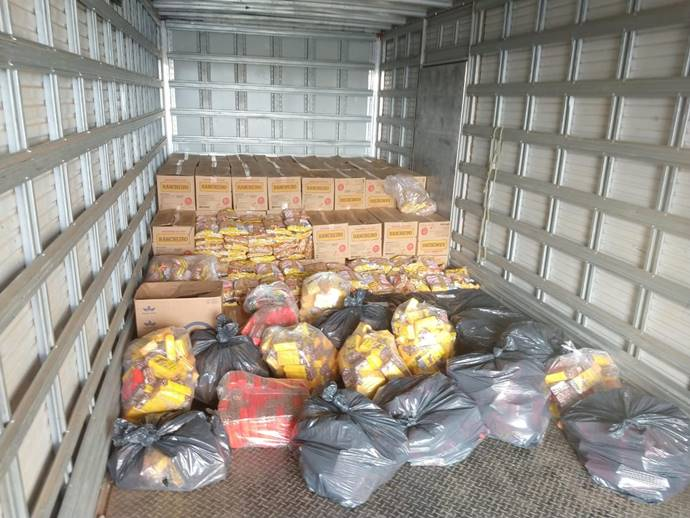 Produtos no baú do caminhão