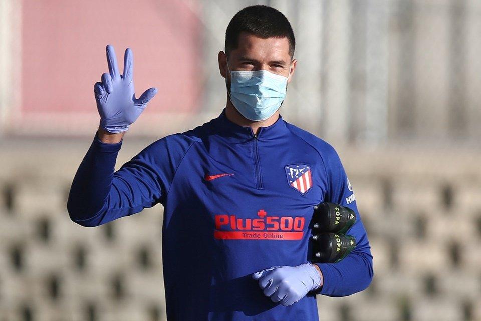 Morata do Atlético de Madrid de máscara