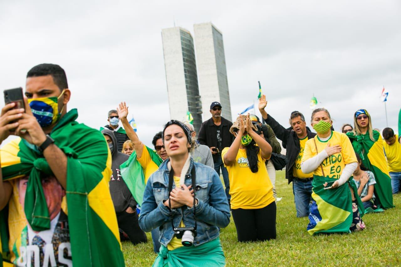 Manifestantes pró governo Bolsonaro em frente ao Congresso Nacional