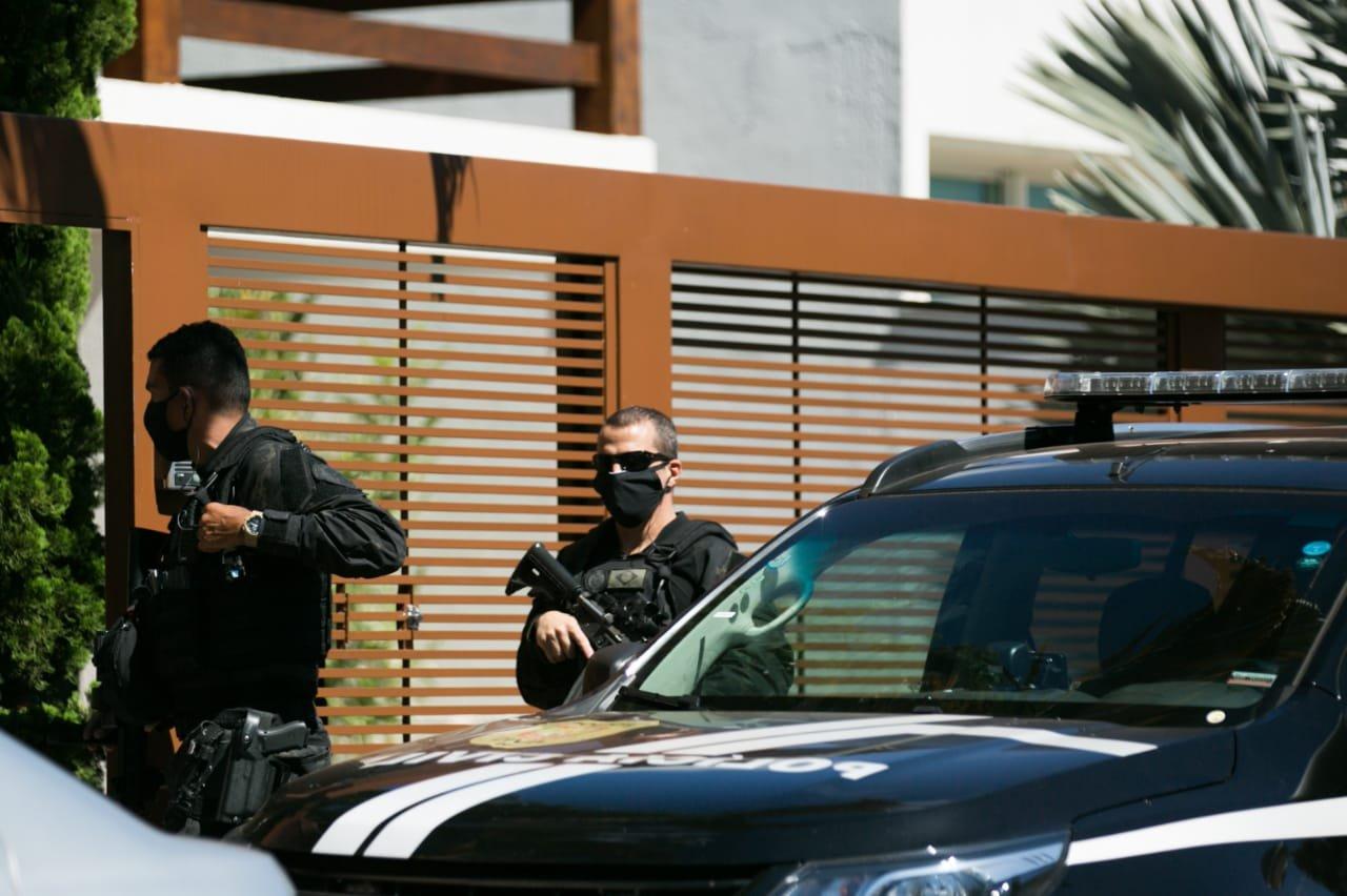 Movimentação policial em na residência onde um ladrão foi morto