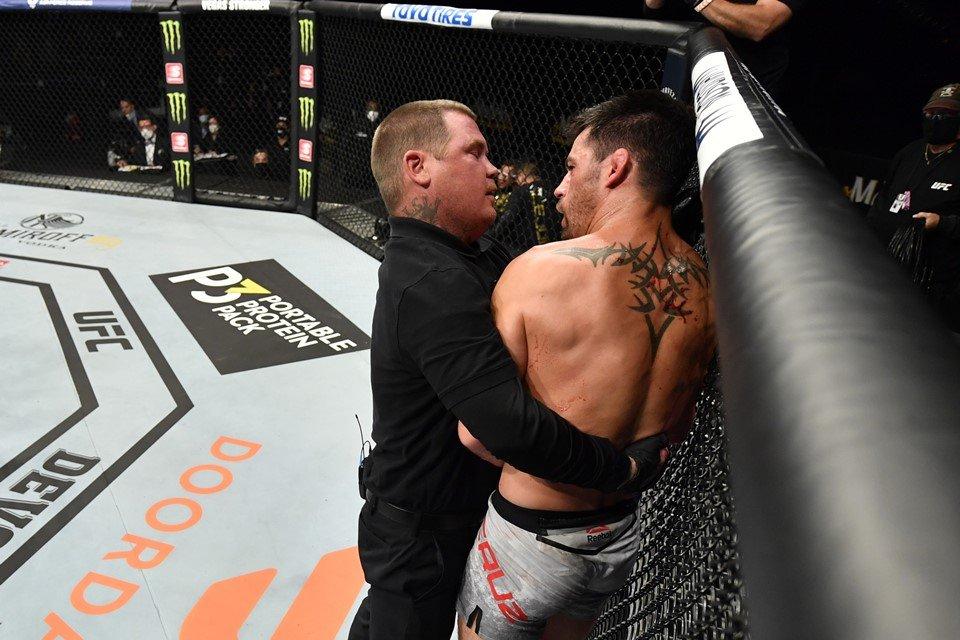 Dominick Cruz é retirado de luta pelo árbitro do UFC
