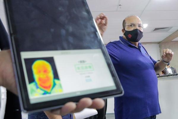 Governador Ibaneis Rocha visita Hospital de Campanha do Mané Garrincha