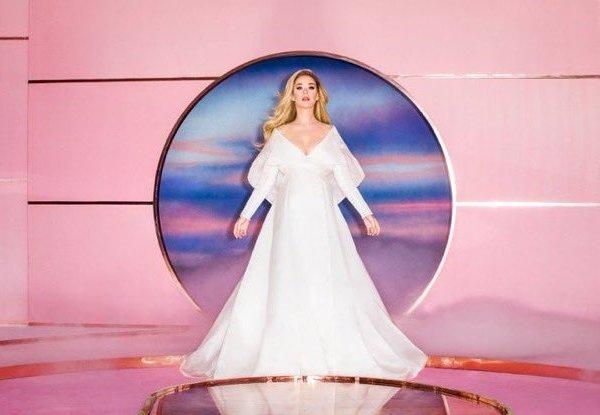 Katy Perry no clipe de Never Worn White
