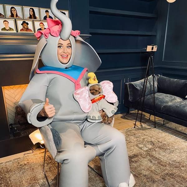 Katy Perry fantasiada da mãe do elefante Dumbo para live da Disney