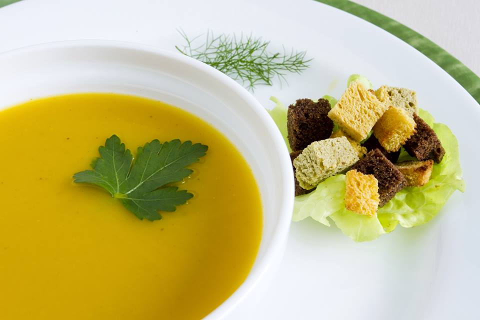 Sopa-de-cenoura-ao-curry-e-gengibre