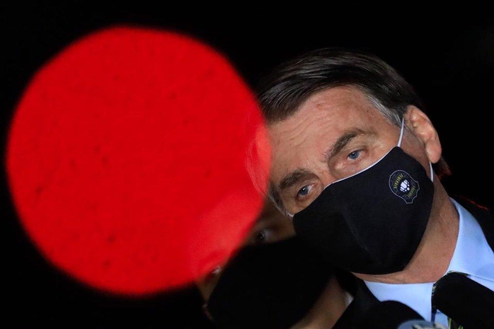 Bolsonaro com máscara da PF
