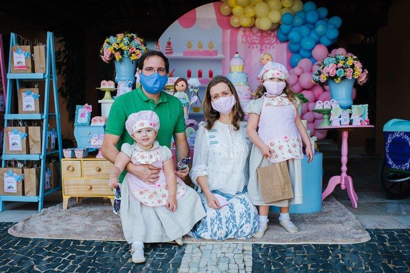 Família de Helena Weiler Gonçalves em festa de aniversário