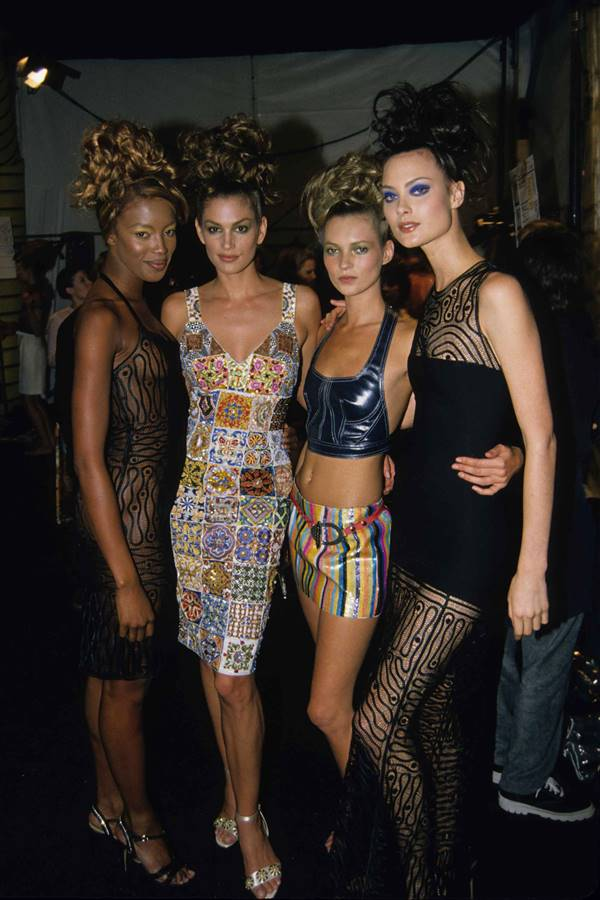 Naomi Campbell, Cindy Crawford, Kate Moss e Shalom Harlow em backstage de desfile