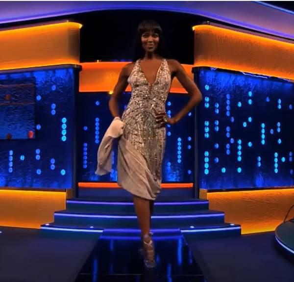 Naomi Campbell em programa com o sapato vivienne westwood 2013