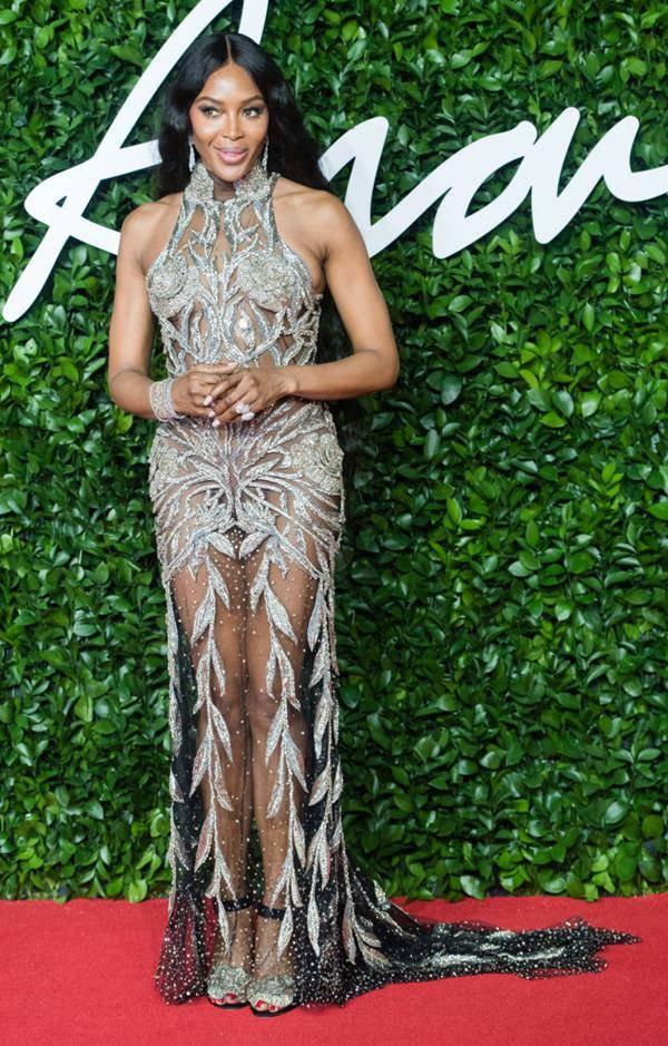 Naomi Campbell no tapete vermelho do Fashion Awards 2019