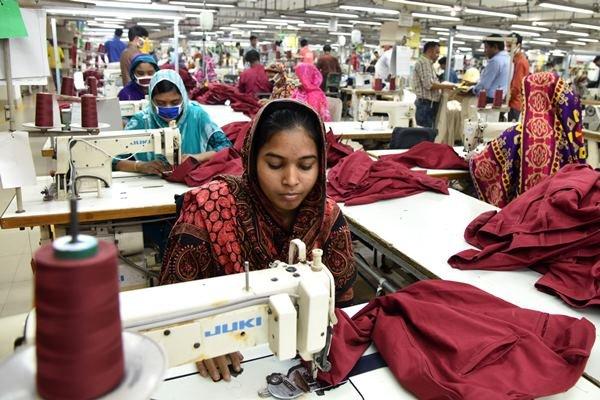 Lado obscuro: confecções em Bangladesh reabrem em meio a pandemia mundial