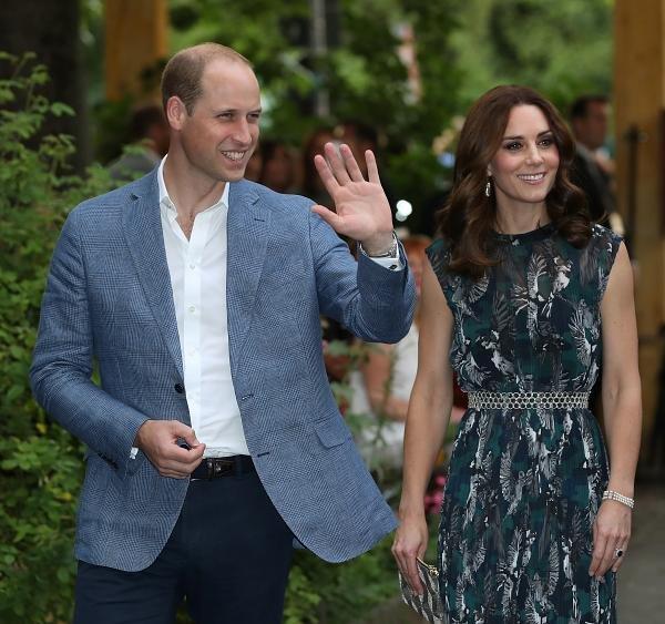 Kate usa pulseira que pertencia à princesa de Galles