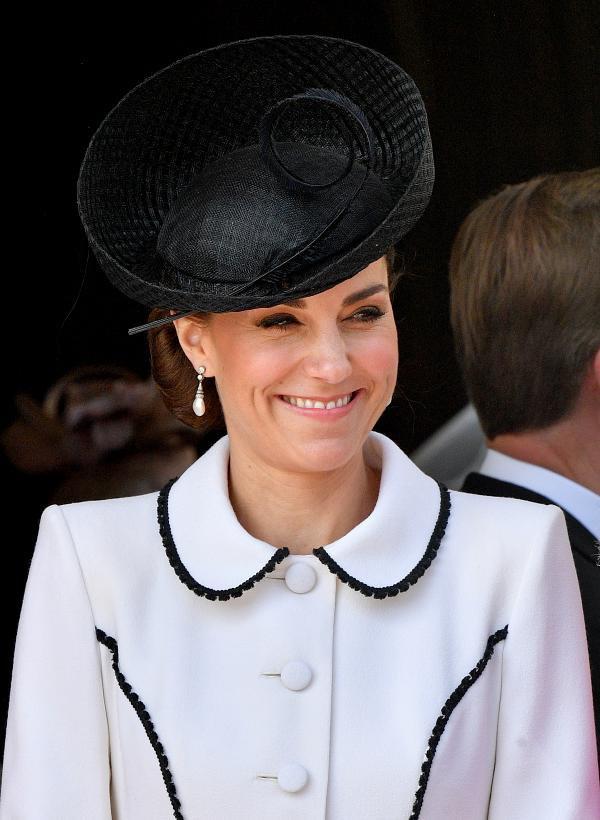 Kate Middleton usa brincos Collingwood