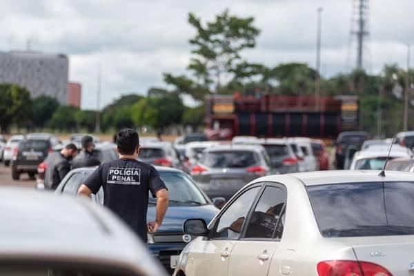 Manifestação de colegas do policial penal morto pelo novo coronavírus
