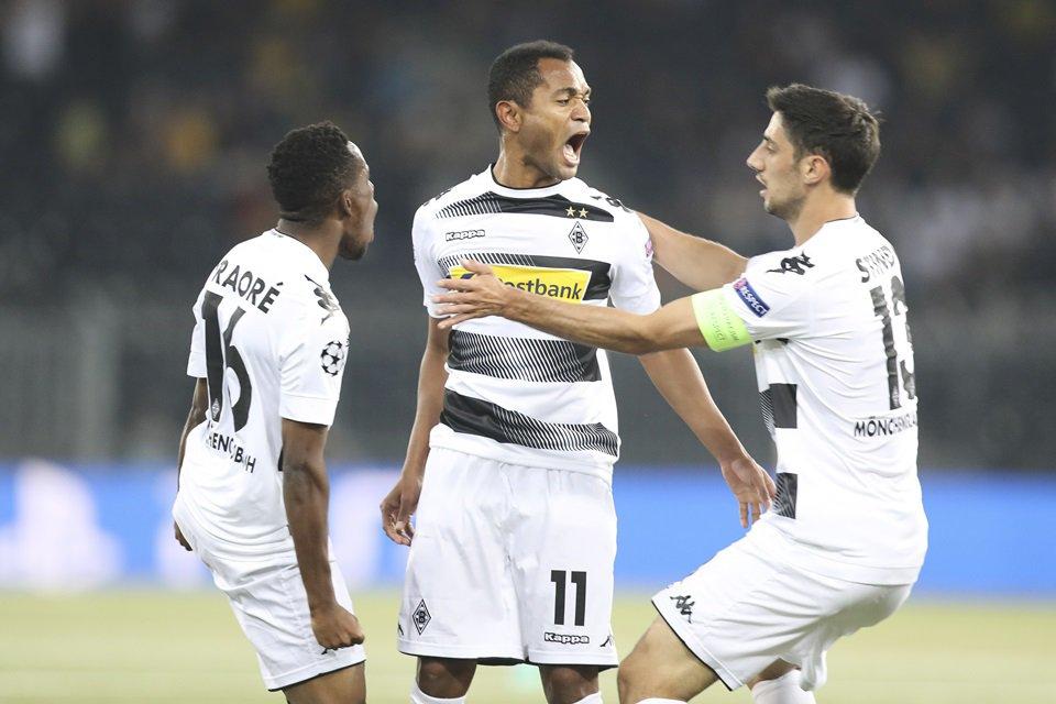 Raffael comemora gol no Borussia Mönchengladbach