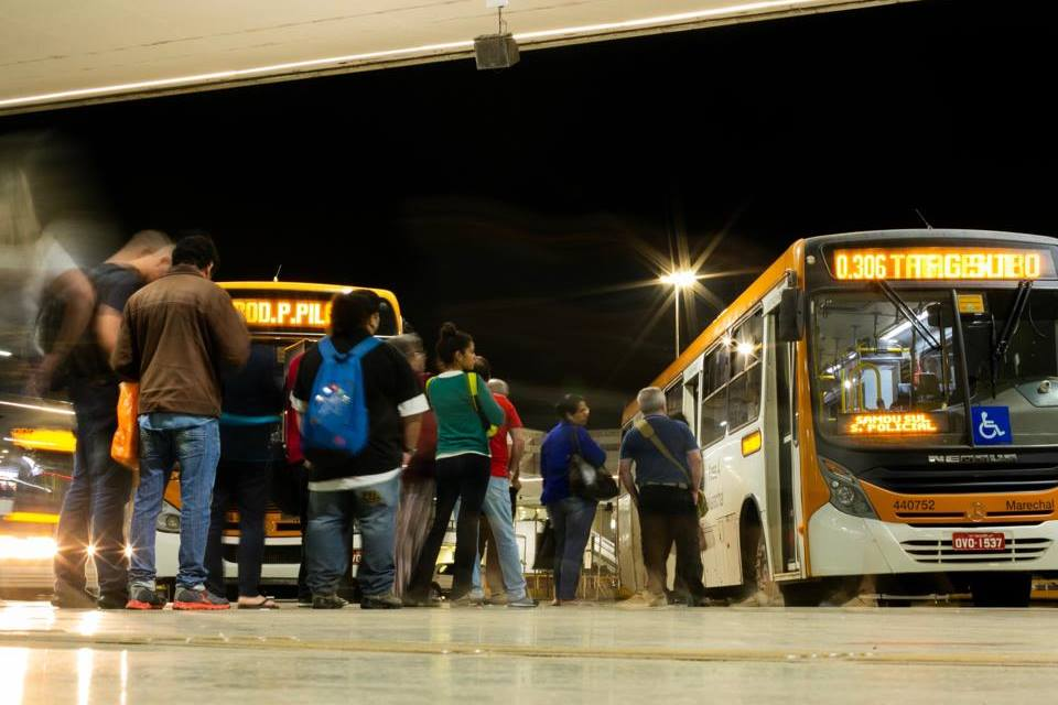 fila para ônibus