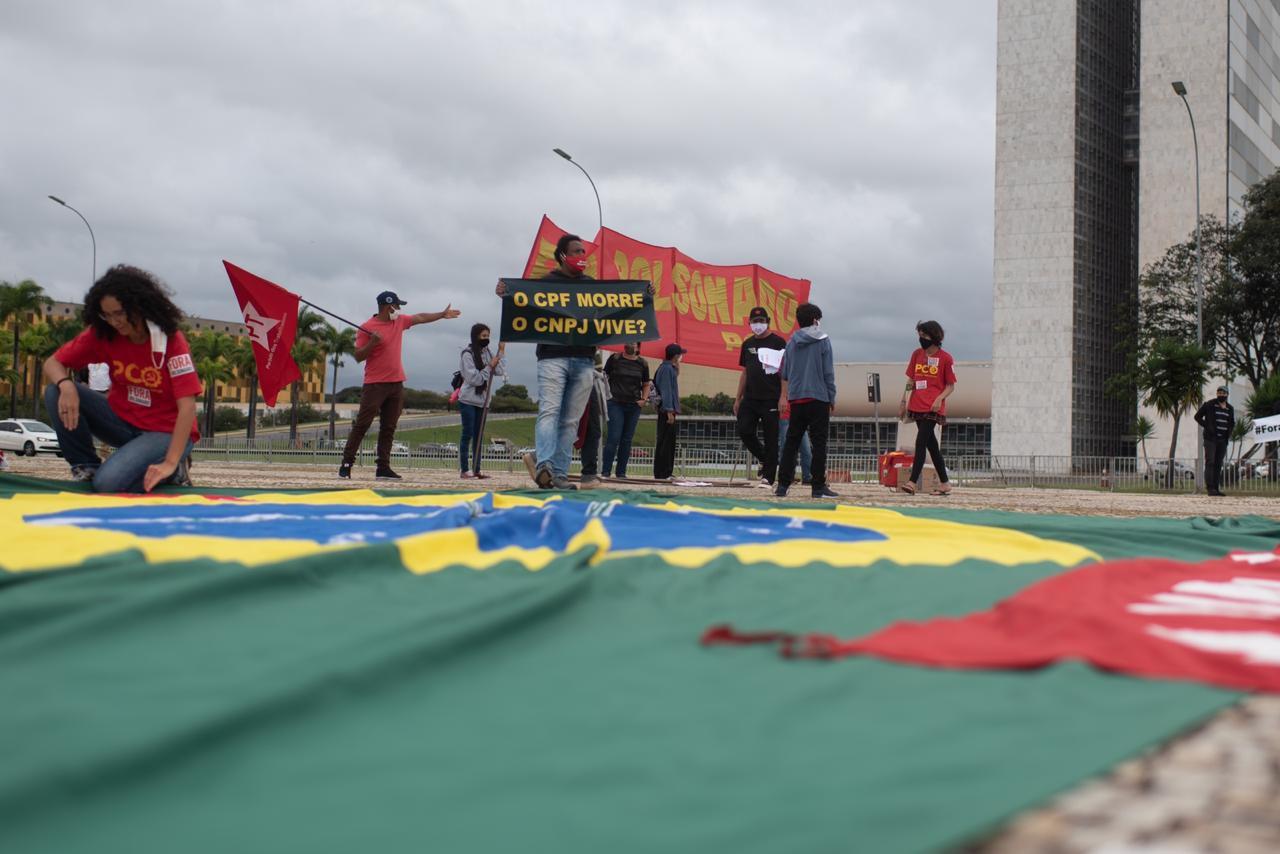 Manifestantes de oposição na Praça dos 3 Poderes