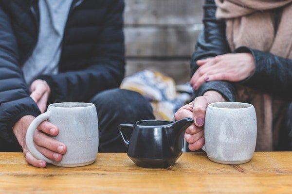 Pessoas tomando chá