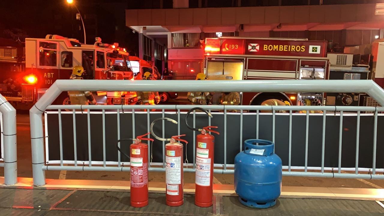 extintor de incêndio e botijão de gás