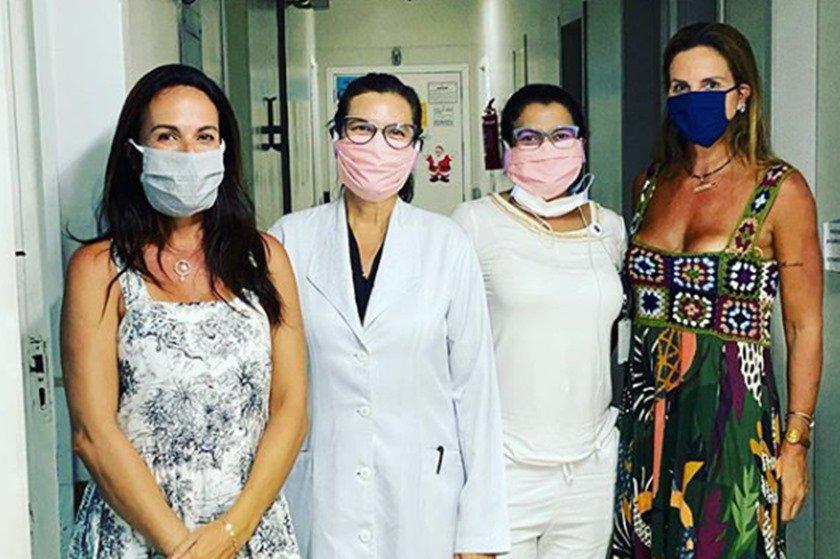 Andréa Cabrera, Claudia Salomão e médicas