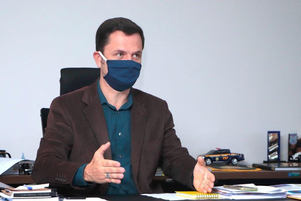 secretário de segurança do DF, Anderson Torres, de máscara facial