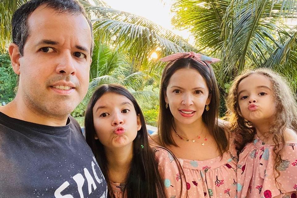 Bel, Fran, Nina e Maurício - Caso Bel Para Meninas