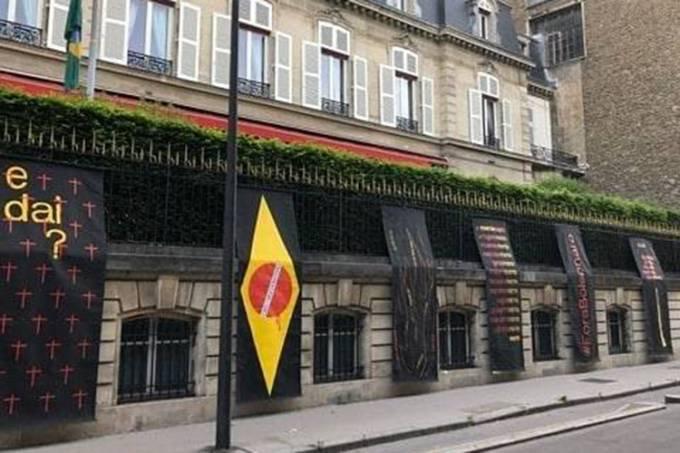 Protesto contra Bolsonaro na Embaixada do Brasil em Paris