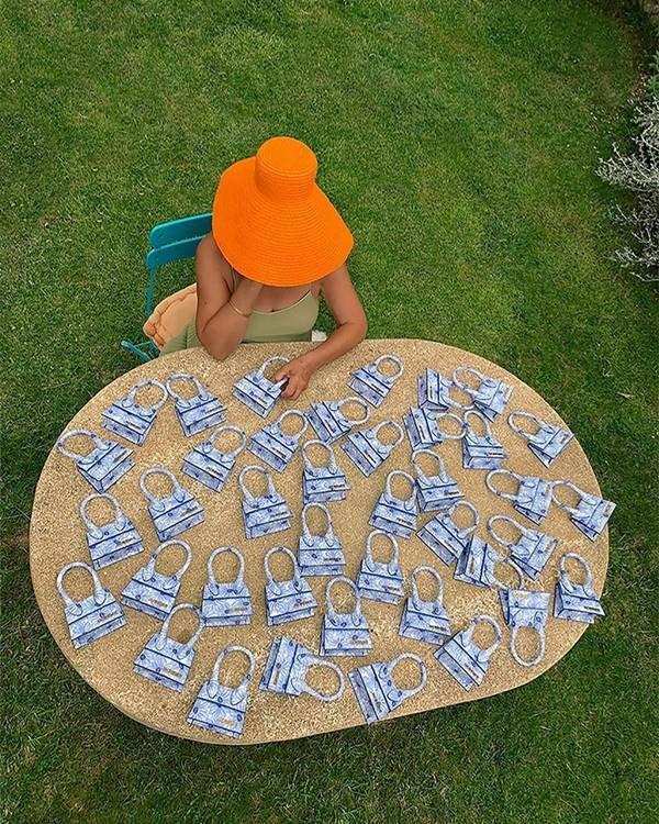 Liline Jacquemus com várias bolsas Le Chiquito