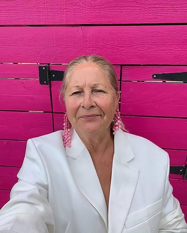 Liline Jacquemus em ensaio caseiro
