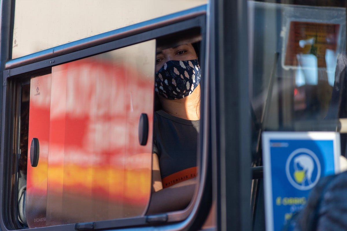 ônibus cheios durante pandemia de coronavírus no DF