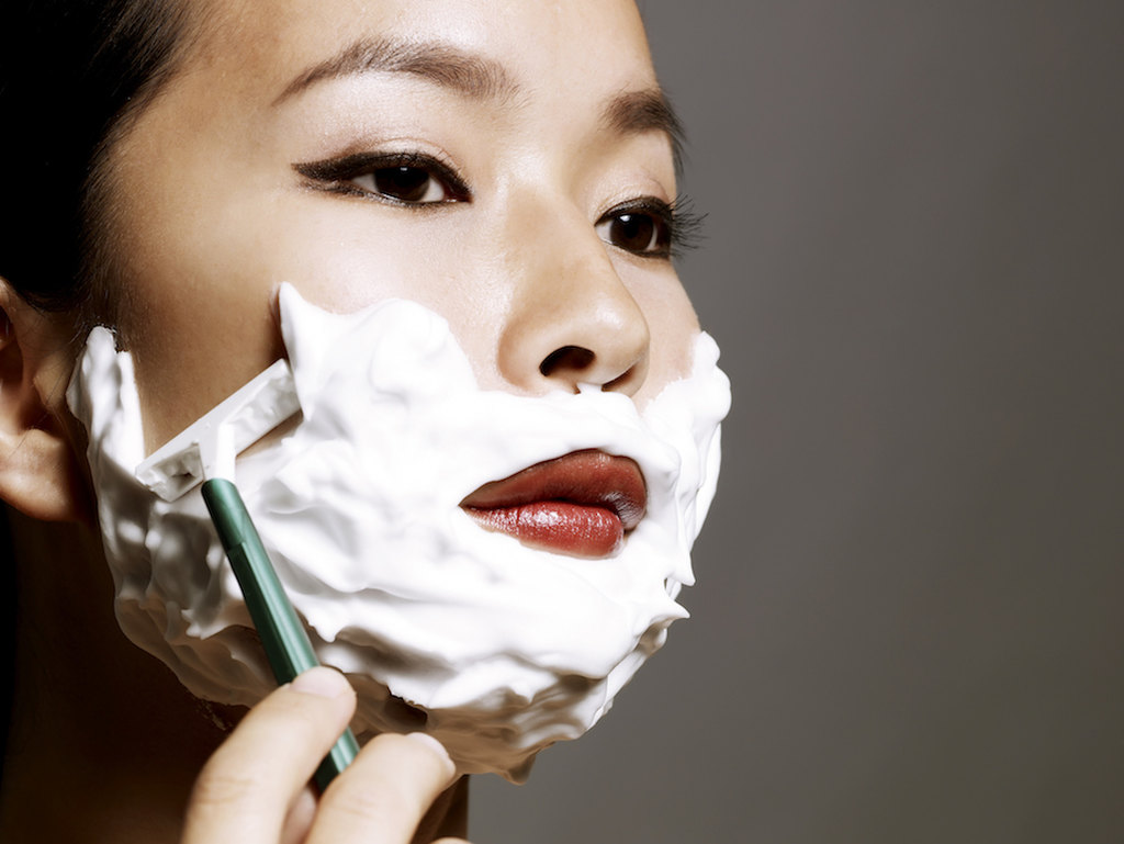dermaplaning: tecnica de raspar o rosto