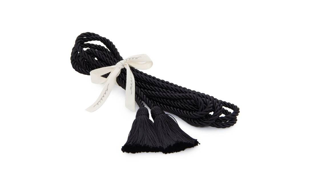 Cordão de bondage todo feito em seda