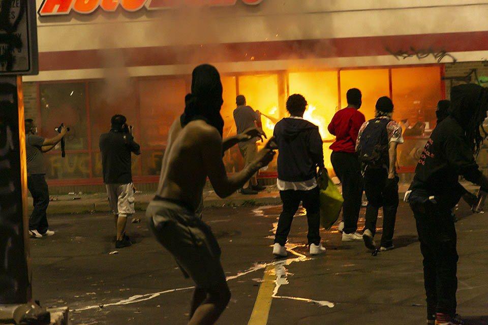 protestos nos EUA após morte de homem negro