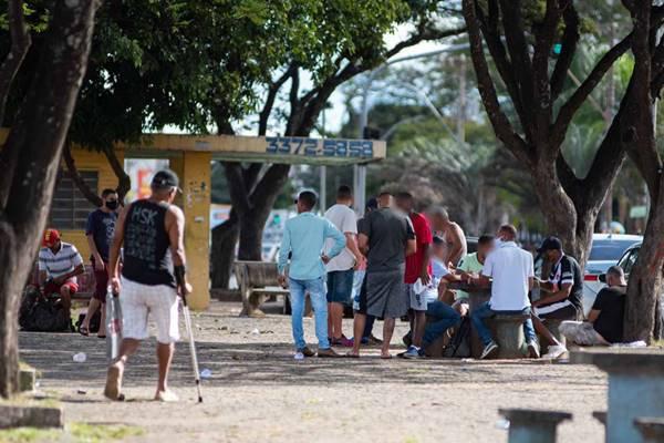 Aglomeração de pessoas em Ceilândia