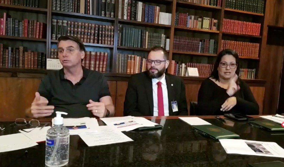 Jair Bolsonaro, Jorge Seif e a tradutora de Libras