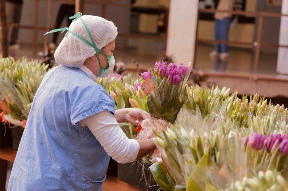 Médicos do Hran recebem flores