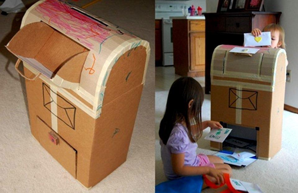 Brincadeiras com caixa de papelão
