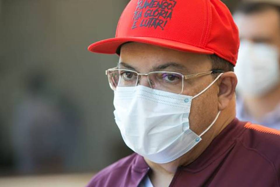 Governador Ibaneis Rocha fala com a imprensa após receber alta do hospital
