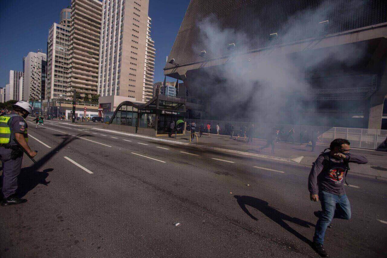 manifestação na Paulista acaba em confronto