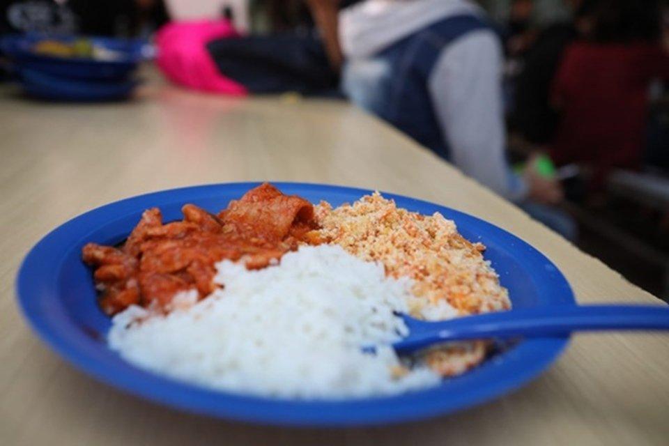 Prato de comida da merenda escolar