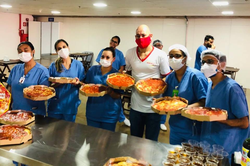 pizzaria-homenageia-profissionais-da-saúde-no-hospital-do-Mané