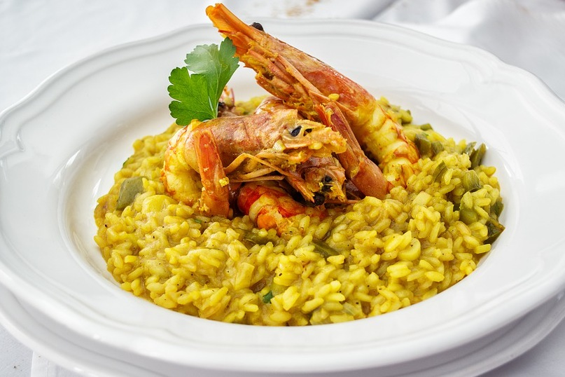 Risoto de camarão no prato