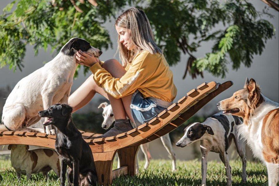 Rivkah com os cães
