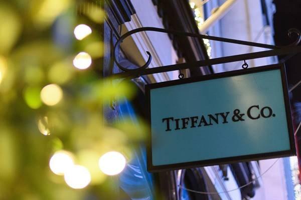 Tiffany em Londres com luzes natalinas