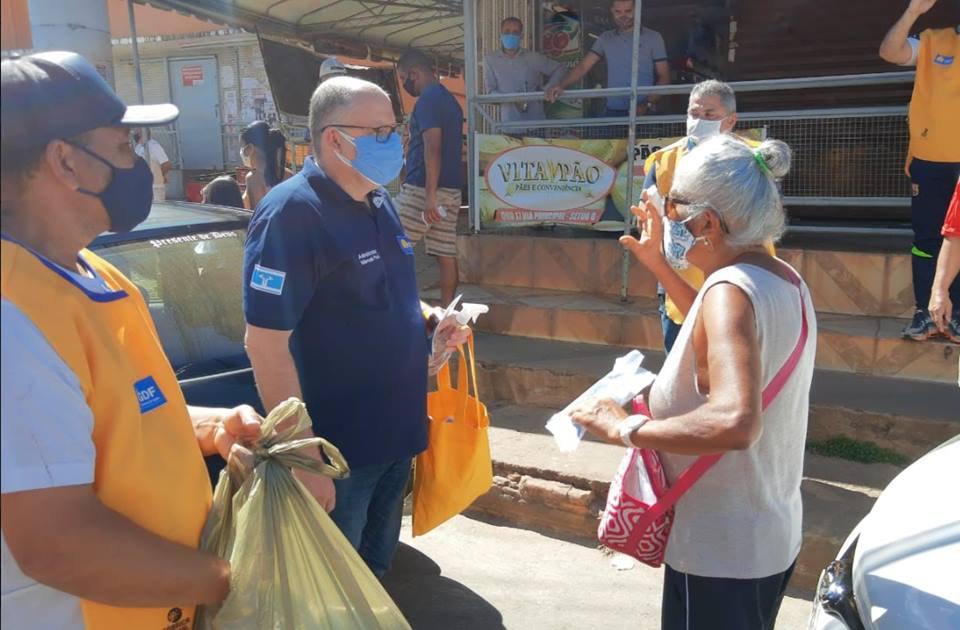 Na véspera do pré-lockdown, GDF distribuiu 15 mil máscaras em Ceilândia